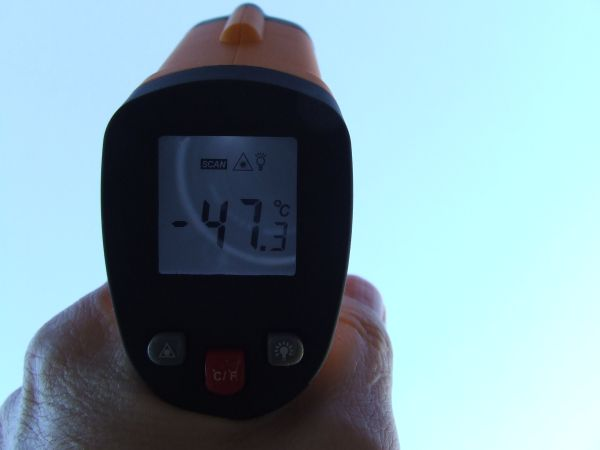 Thermometer pointing into the sky